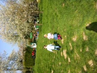 Spelen in tuin (7)